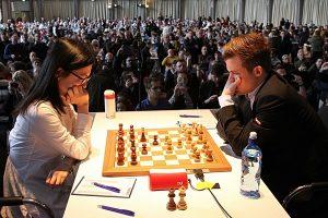Carlsen slo Hou Yifan i andre runde
