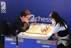 Caruana måtte slite for halvpoenget mot Hou Yifan