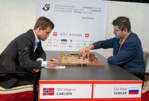 Carlsen med fartsfylt remisparti mot Svidler