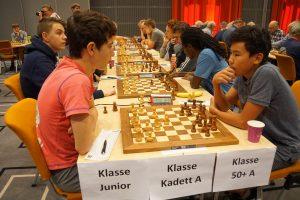 Toppbordene i Junior med Vitenberg - Kizatbay nærmest