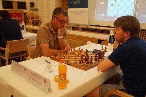 Agdestein slo Holm i femte runde og har 6 av 6