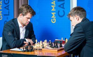 Carlsen vant et langt sluttspill mot Karjakin