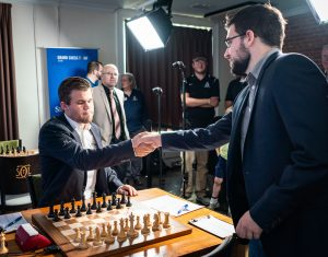 Carlsen startet med remis mot Vachier-Lagrave