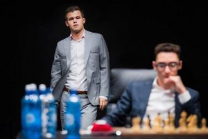 Carlsen topper fortsatt foran Caruana