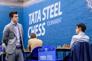 Kampen om førsteplass står mellom Carlsen og Giri