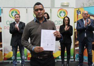 Ludy Helsio Paulo Sousa med IM-normsertifikatet