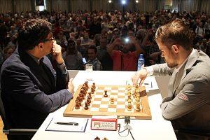 Carlsen og Anand er i tet etter femte runde