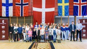 Gruppebilde fra Nordisk mesterskap for jenter