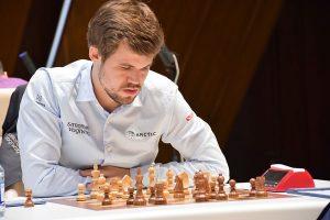 Carlsen leder alene i Shamikir etter seier mot Giri