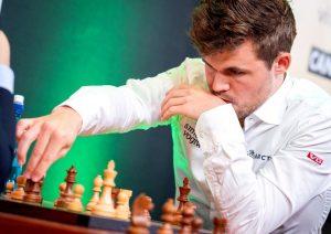 Carlsen leder klart etter to dager med hurtigsjakk