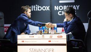 Endelig en ny langsjakkseier til Carlsen, som slo Yangyi Yu