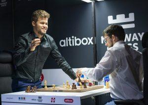 Carlsen var i godt humør på tross av tapet mot Vachier-Lagrave