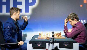Carlsen og Aronian spilte remis i niende runde