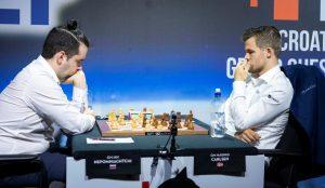 Carlsen tar ledelsen alene etter seier mot Nepomniachtchi