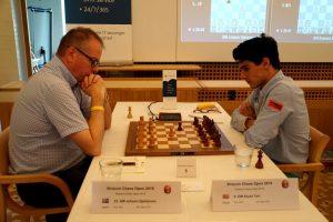 Tari kjemper i toppen etter seier mot Hjartarson