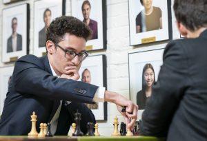 Caruana er i delt ledelse etter seier mot Aronian