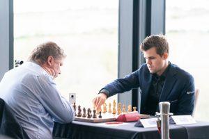 Carlsen slo Shirov i sjette runde