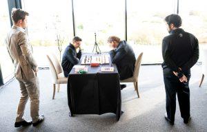Carlsen og Nakamura følger toppoppgjøret mellom Caruana og Shirov