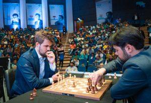 Carlsen (langsjakk og hurtigsjakk) og Nakamura (lynsjakk) har de tre førsteplassene på verdensrankingen)