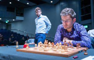 Carlsen hadde god kontroll mot Aronian i første langsjakkparti