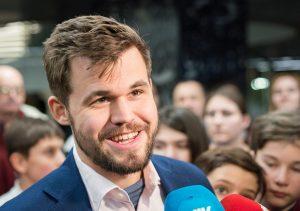 Carlsen overbeviste da han vant VM i hurtigsjakk