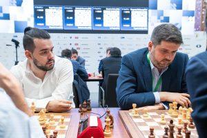 Nepomniachtchi og Svidler er begge ett poeng bak ledende Carlsen