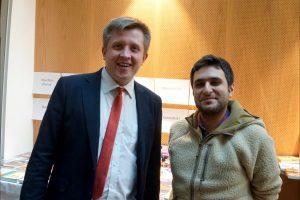 Turneringsleder Prohorov med vinneren Moradiabadi