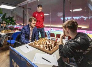 Carlsen med sin femte strake remis, denne gang mot Dubov