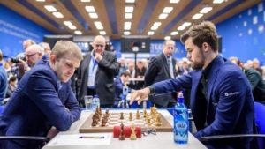 Carlsen slo Vitiugov og fikk endelig en seier