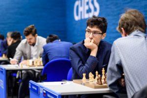 Firouzja har lagt Carlsen bak seg etter tredje runde