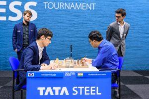 Carlsen og Giri studerer partiet Firouzja - Anand