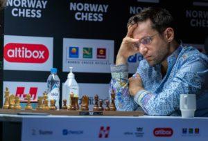 Aronian har overtatt ledelsen