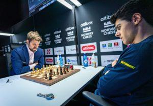 Carlsen vant også det andre oppgjøret mot Tari