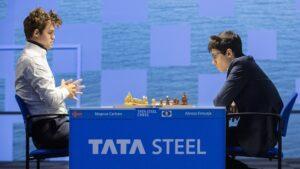 Carlsen slo Firouzja i første runde