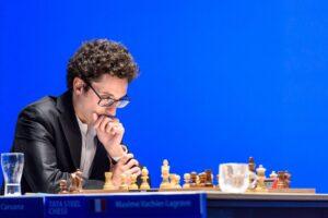 Caruana er på delt førsteplass halvveis