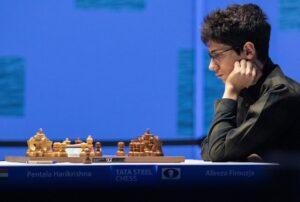 Firouzja leder alene etter 8 runder