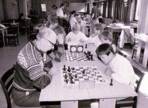 Peder Havskjær under eit sjakkparti i KM i lynsjakk i Molde, 1985