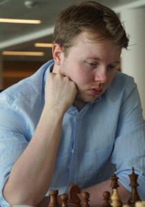 Holm kan bli norgesmester og ta GM-norm
