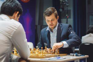 Carlsen startet med seier mot Martinovic