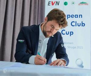 Carlsen signerer VM-kontrakten for 2021