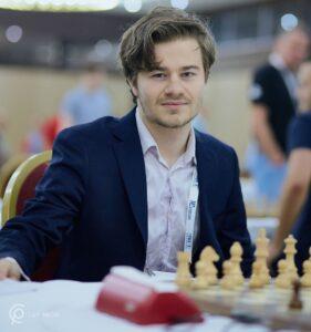 Sebastian Mihajlov spiller andrebord for Bærum