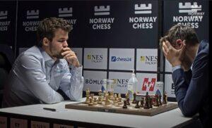 Carlsen snudde en dårlig stilling til seier mot Karjakin