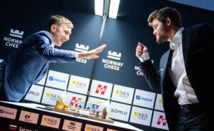 Stein, saks, papir? Karjakin vant sjakkpartiet mot Carlsen også.