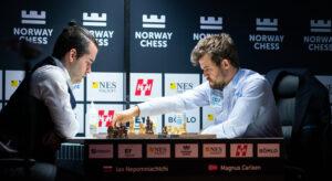 Det ble remis i langsjakken mellom Nepomniachtchi og Carlsen