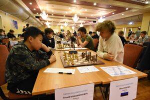 Myagmarsuren og Krivenko spilte remis på førstebord i Åpen gruppe